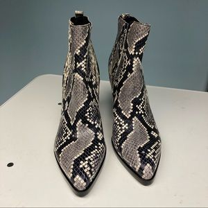 MARC FISHER Oshay Pointed Western Chelsea Booties
